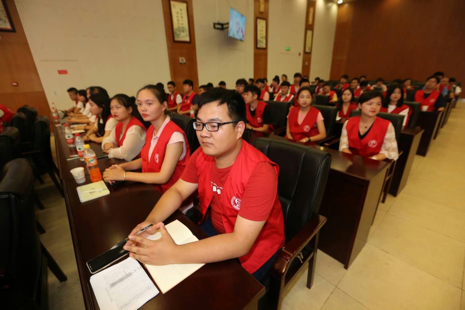我院50多名军运会志愿者 应邀参加市民大讲堂第258期活动