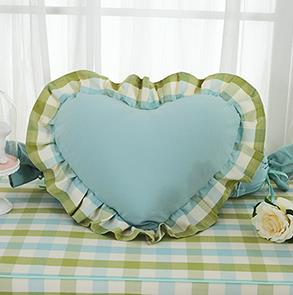 绿色格子爱心抱枕