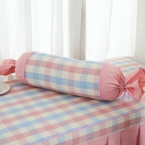 粉色格子糖果抱枕