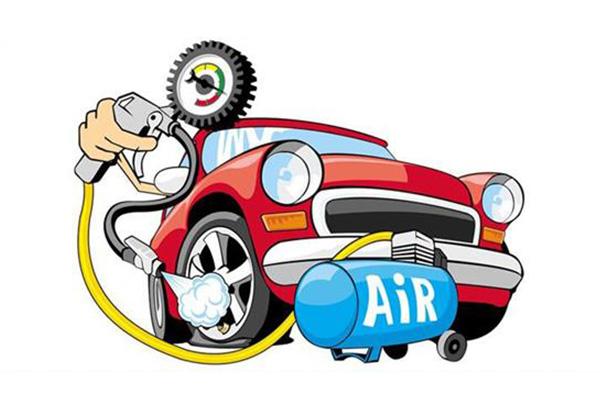 机油消耗是指发动机在运转的时候,活塞高速地在气缸内上下运动,在这个过程中,起到润滑作用的机油,难免有一些残留在燃烧室的壁面上被燃烧掉,车辆行驶一段时间后,机油会减少一些,这就是所谓的机油消耗。而烧机油则是不正常的机油消耗,有大量的机油进入燃烧室被烧掉。一些烧机油严重的汽车,经常行驶两三千公里,就会发出机油压力不足的警报,当然这个不在本期的讨论话题内。对于轻度烧机油的车子来说,如何用较简便的方法解决,下面提供几点思路给大家,仅供参考。对策思路一:机油机油对于车辆的发动机来说至关重要,不仅能润滑,还有清