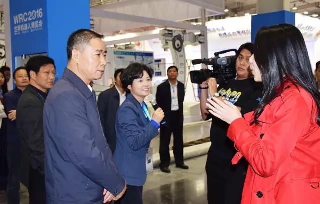 2016-11-19 世界机器人大会开幕 工信部辛国斌副部长到场参观