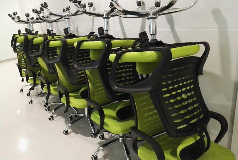 绿色、橙色、黑色舒适办公转椅、职员转椅