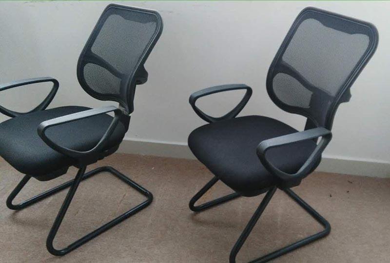 扶手三角形办公椅、职员椅