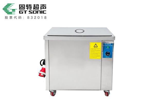 超声波清洗设备清洗发动机油垢的方法