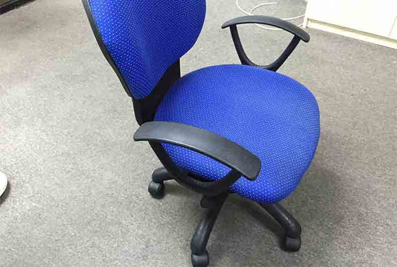 黑色、蓝色办公座椅、职员椅、网布椅