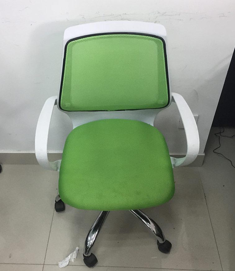 时尚青绿色轮滑办公椅