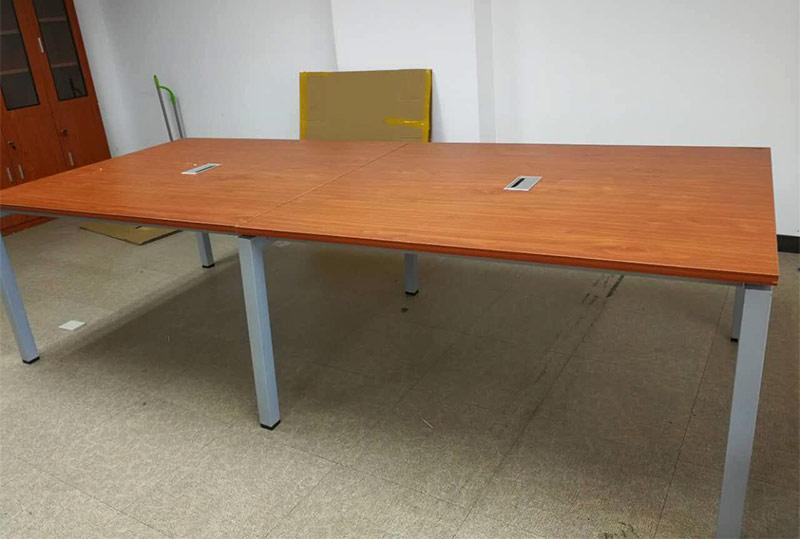 砖红色长方形办公会议桌