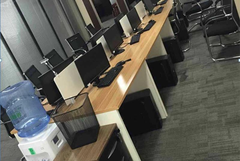 99成新现代员工屏风办公桌