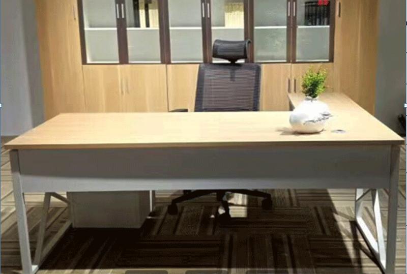 1.8米现代简约办公总裁主管桌