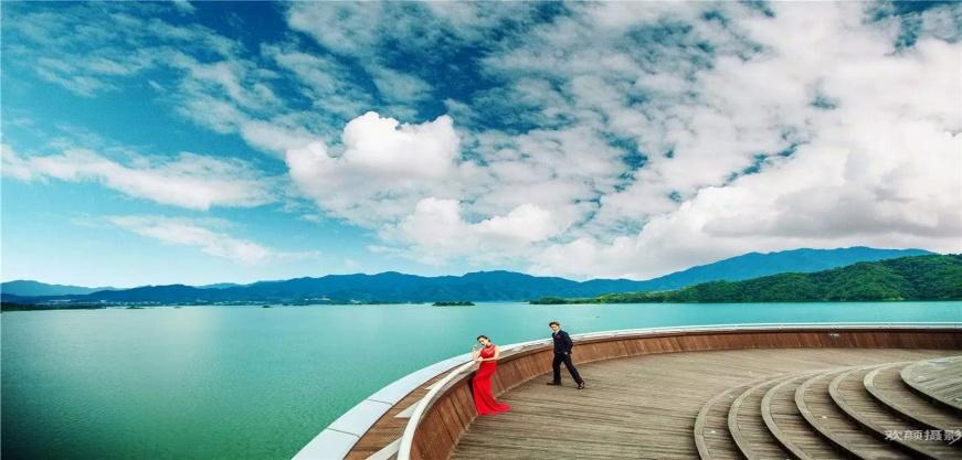 【珍珠半岛水公园】是以千岛湖的水作为主题设计的一个美丽观景台.
