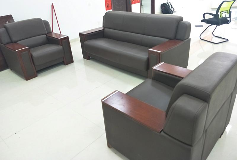 3+1+1黑色高贵皮质办公沙发