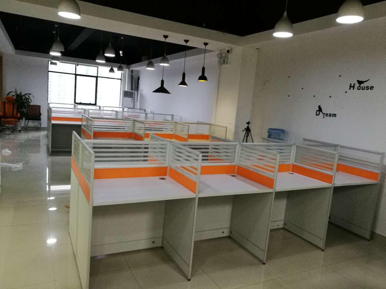 合步二手办公桌、二手沙发、二手茶几、大班台销售安装服务案例——李先生