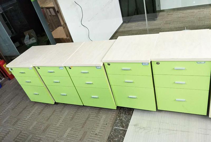 95成新苹果绿员工储物柜
