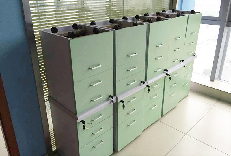 95成新员工文件柜、储物柜