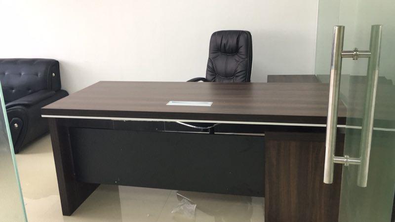 合步二手办公桌、二手老板桌、沙发销售安装服务案例——刘小姐