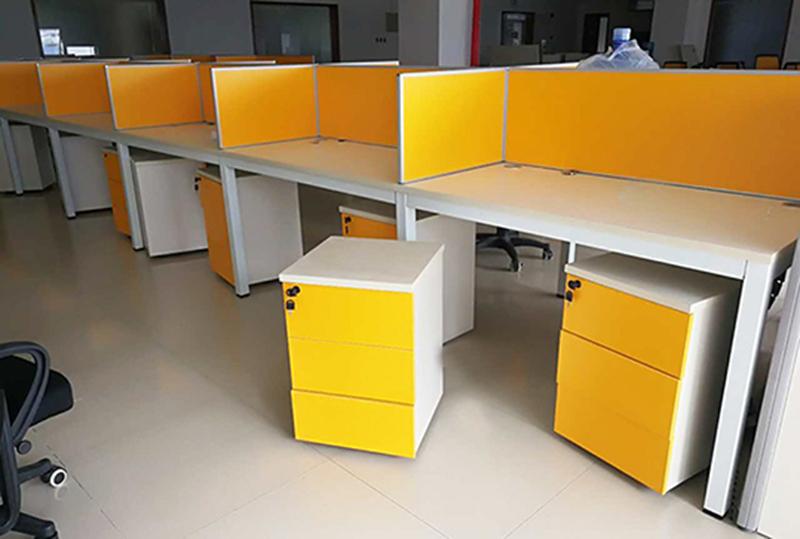 橘黄色独立办公屏风办公卡座