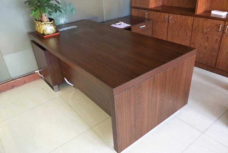 1.8米*0.9米带侧柜95成型经理桌
