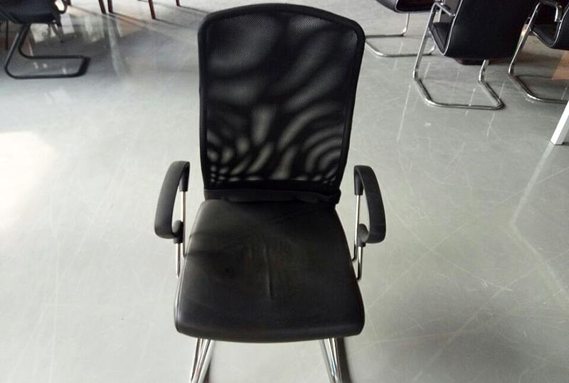 黑色软皮舒适座椅通气靠背