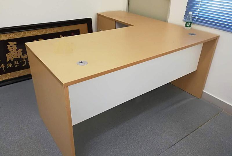 现代简约型经理办公桌