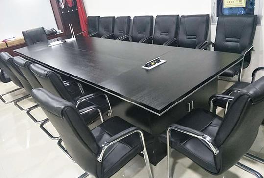 黑色高贵办公会议桌