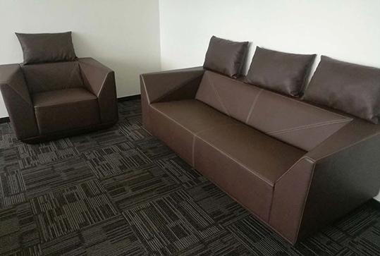 3+1+1皮革95成新时尚办公沙发