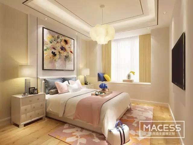 搭配清新素雅的白色,将浪漫梦幻感呈现出来;床头墙板上悬挂的花卉画作图片