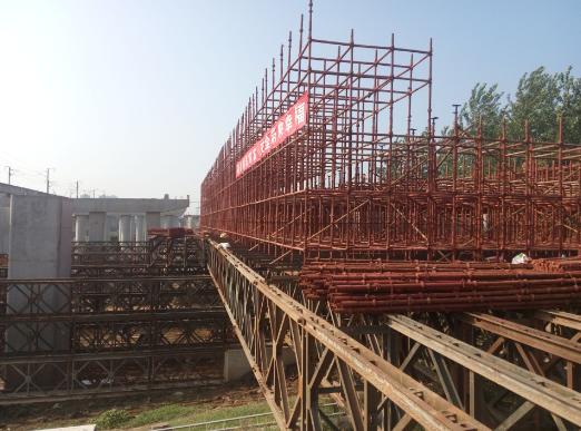 新河特大桥工程首联大跨径现浇箱梁开始支架搭设