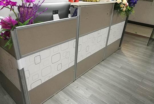 自然简朴土棕褐色办公前台桌