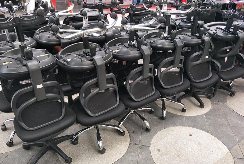 黑色靠背简约员工办公转椅
