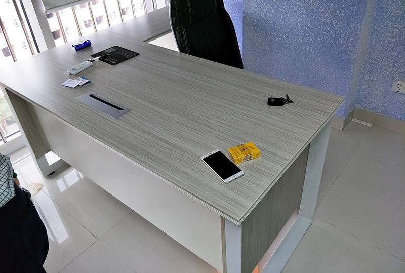 现代简约颜色柔和经理办公桌