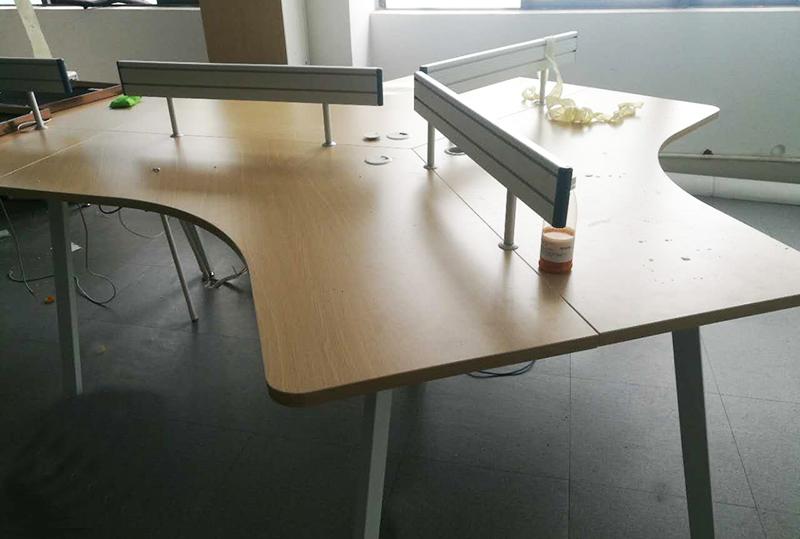 简约时尚员工办公电脑桌