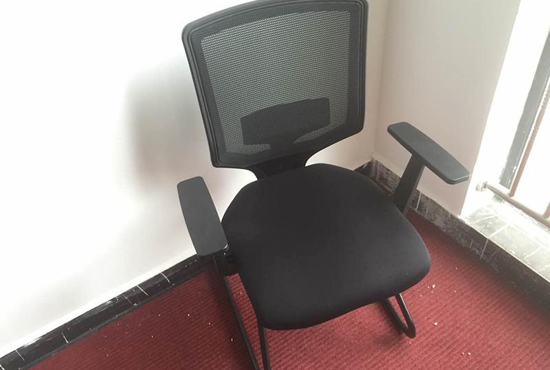 小巧玲珑靠背透气员工办公座椅