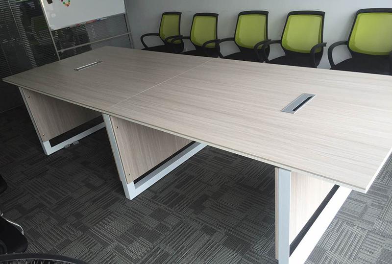 美观大方办公会议桌