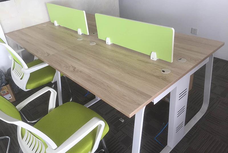 低调优雅木纹色开放式员工办公桌