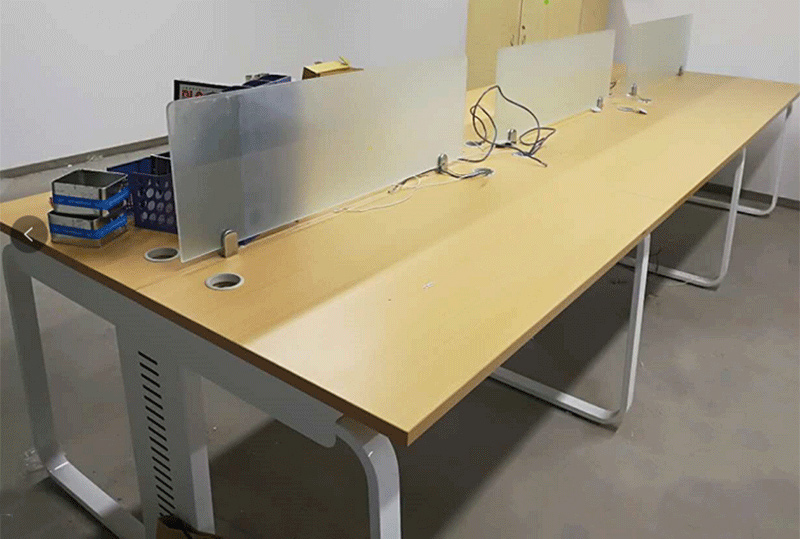 低调优雅开放式员工办公桌