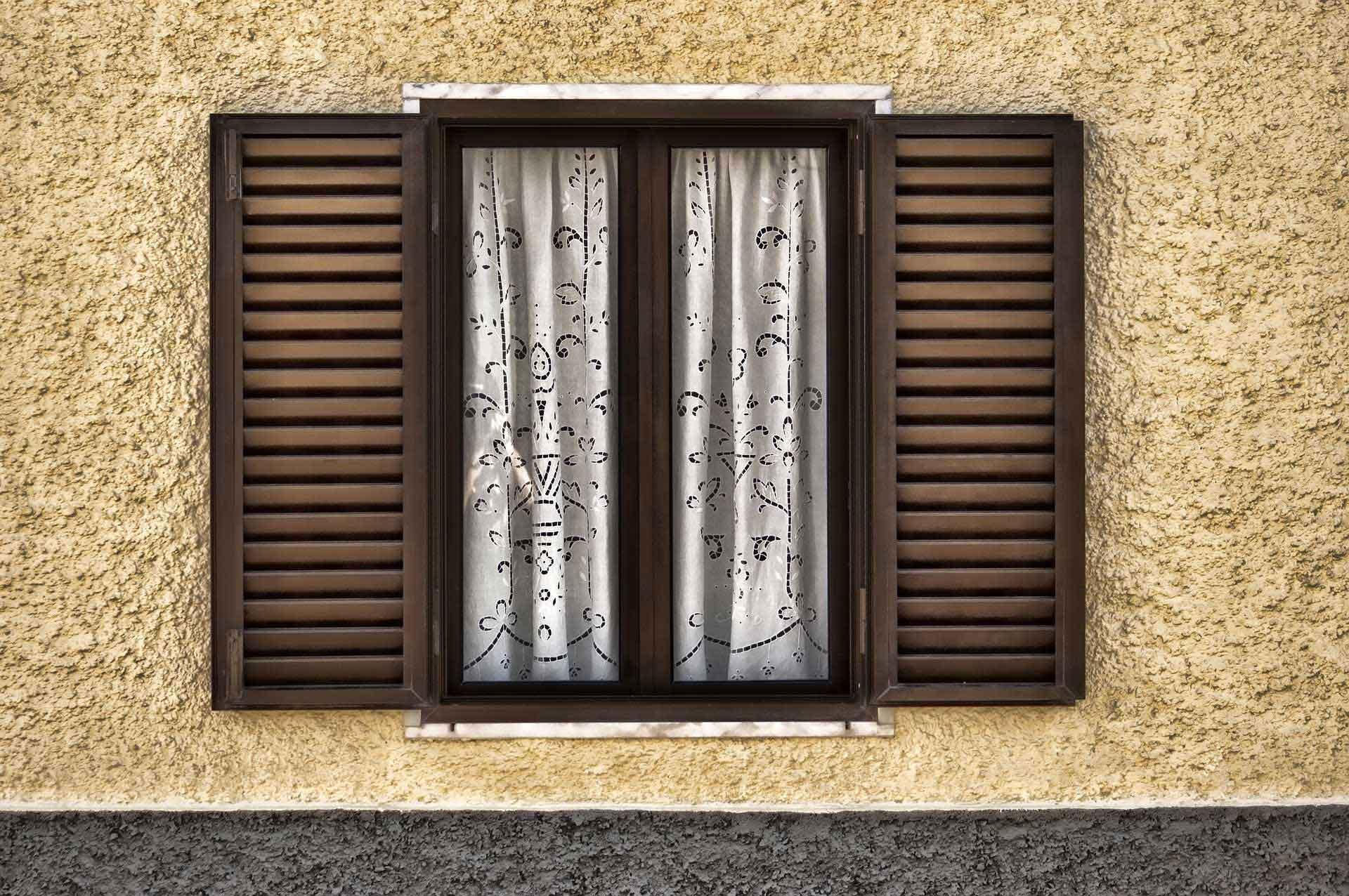 window-1283889_1920.jpg