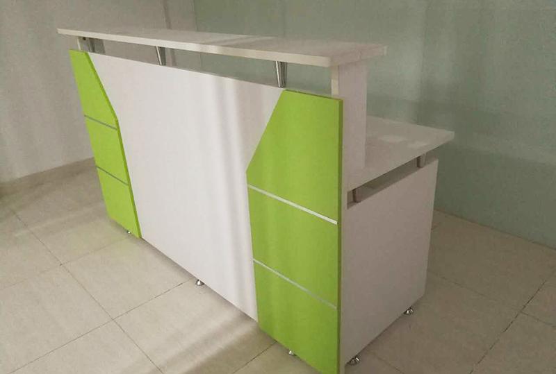 色彩明亮板式前台桌