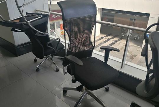黑色舒适惬意办公座椅