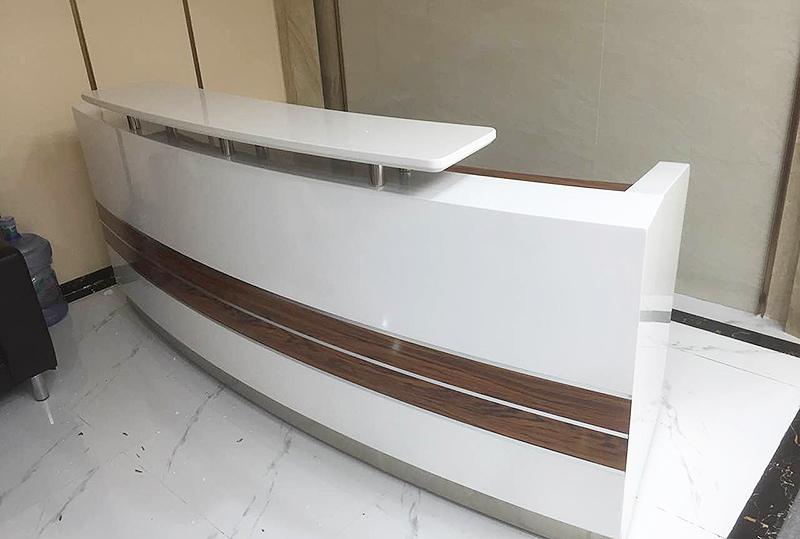 设计精巧弧形办公前台桌