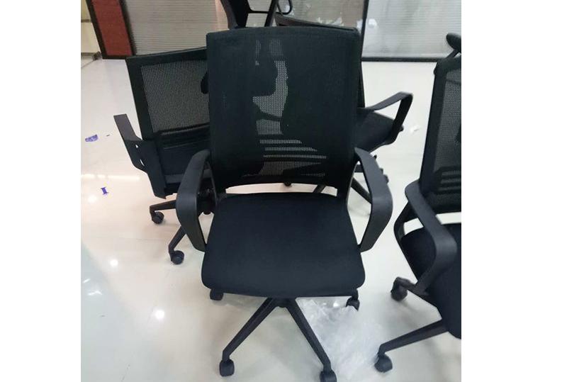 黑色靠背扶手员工办公转椅