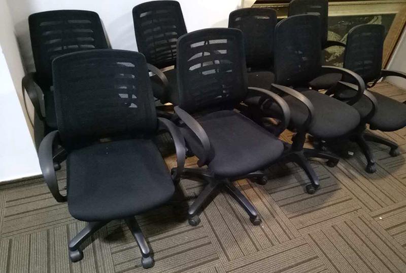 黑色靠背透气员工办公转椅