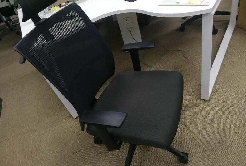 黑色员工办公座椅