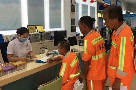 白花社区开展免费体检服务,30名环卫工人受益.