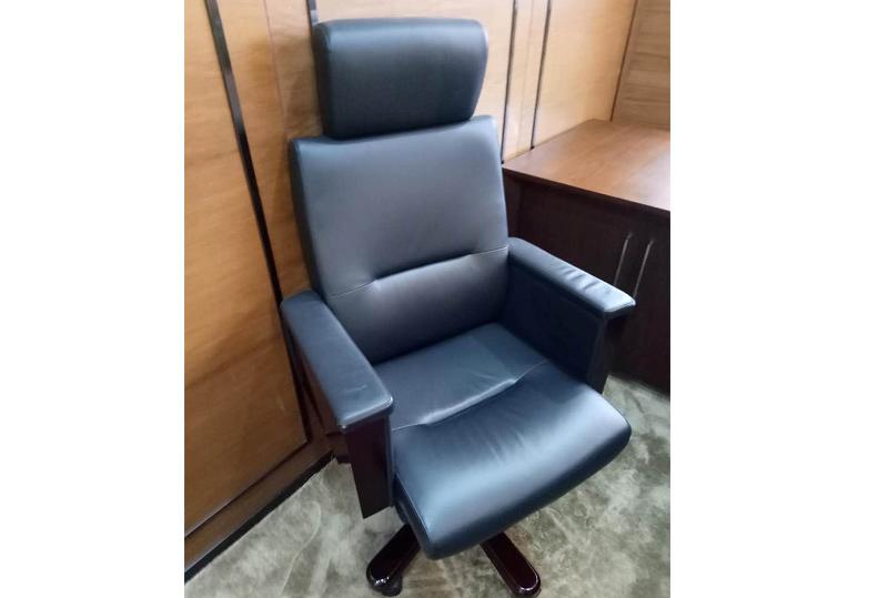 高靠背老板办公转椅、大班椅