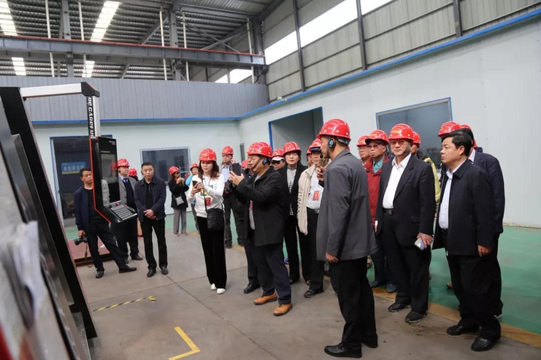 台湾嘉宾参观德尔盛热能科技生产车间