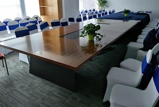 原木色大型长桌办公会议桌