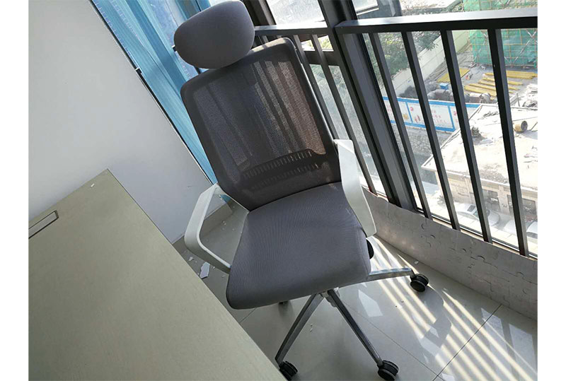 灰白色休闲办公椅