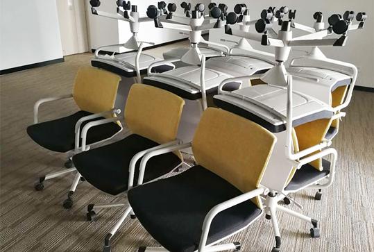 黄色靠背员工办公座椅