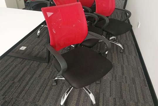 红色员工靠背办公座椅
