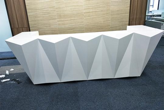 时尚纯白色不规则前台桌